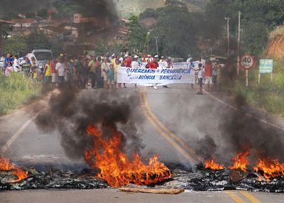 Os manifestantes interditaram a BA 262