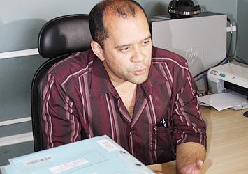 Eduardo Assis passa o cargo para Victor Menezes
