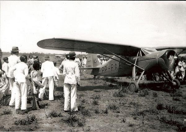 A chegada do primeiro avião a Conquista provocou no povo um misto de admiração e espanto